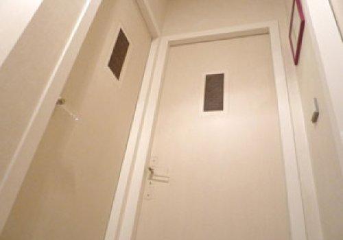 Motifs tramés sur portes