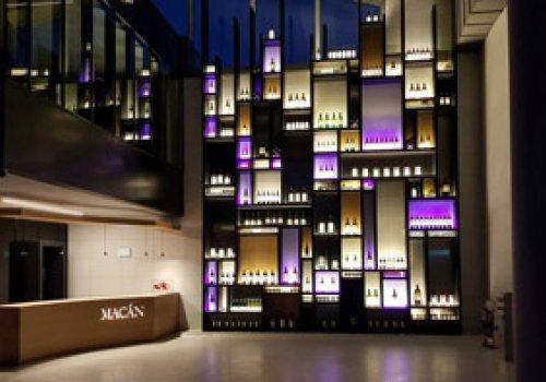 Présentoir à bouteilles monumental Macan